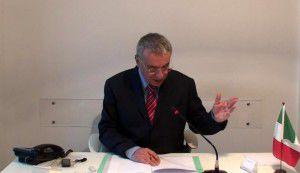 il notaio Massimo d'Ambrosio durante la stipula (3)