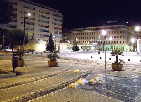 La neve sul vecchio ufficio notarile di Piazza della Rinascita a Pescara
