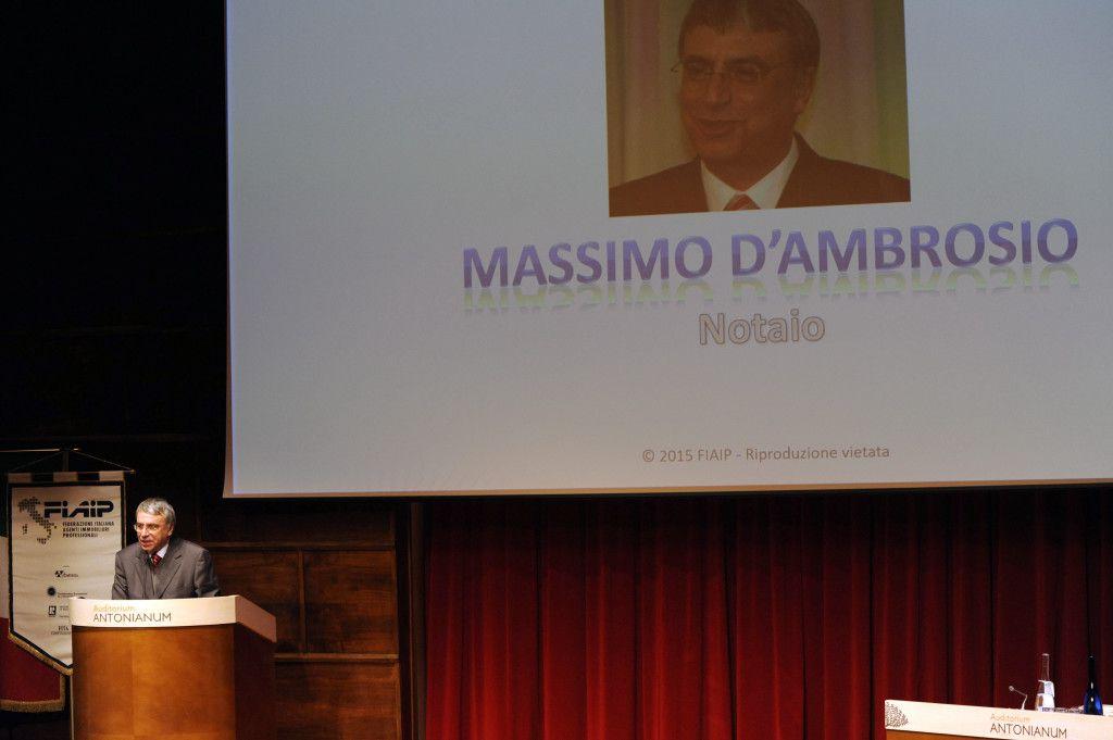 notaio d'Ambrosio parla al congresso